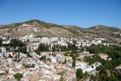 It's hard to see, but the Sacromonte neighbourhood can be seen on the hill. If you look carefully you can see the homes built in caves on the side of the hill.