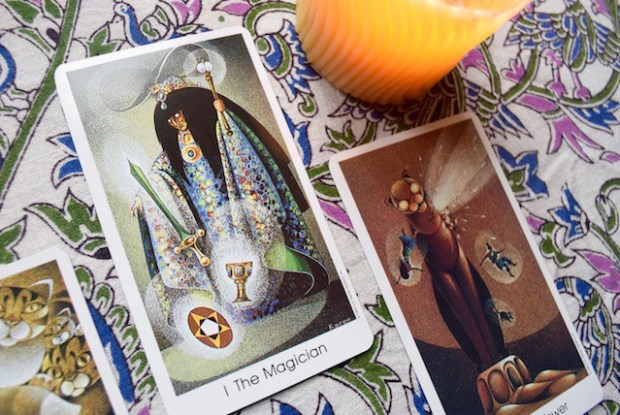 magician tarot of the cat people