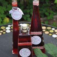 Himbeerlikör und Vanilleextrakt aus eigener Herstellung