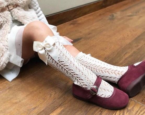 Șosete înalte albe din tricot cu fundă laterală Condor