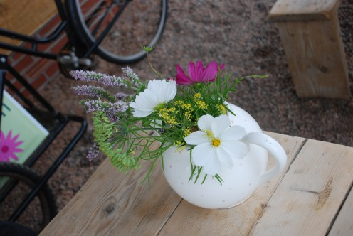 Flowers in a teapot at the tea shop.