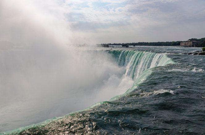 mist-niagara-falls-river-90945.jpg