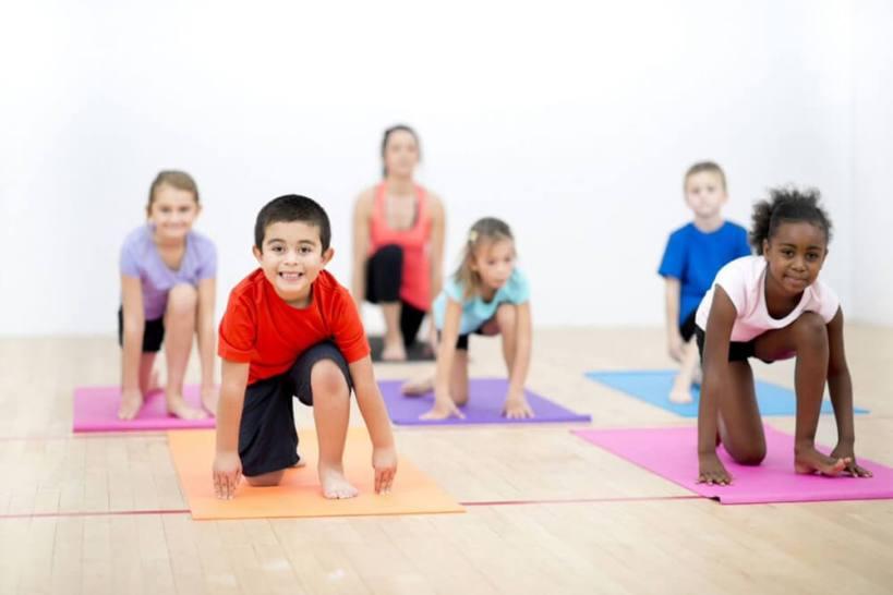 loai hinh kids yoga va loi ich cua loai hinh kids yoga Trường Mầm Non Little Sol Montessori