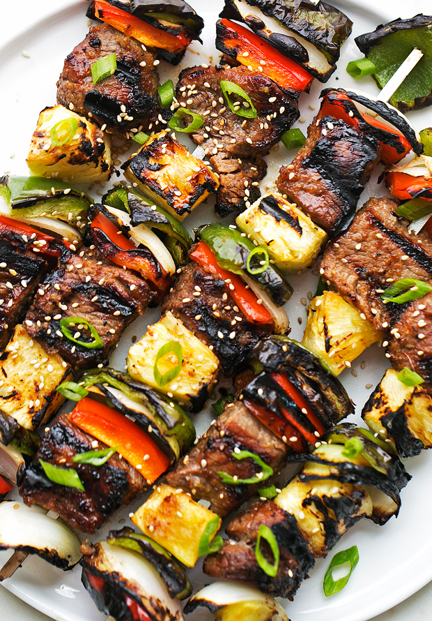 Korean Beef Kabobs (Bulgogi) An easy recipe to make when entertaining or for summertime grilling! Just marinade the meat and make the skewers! So EASY and SOOOOO delicious! #bulgogi #bulgogibeef #koreanbbq #koreanbeef #kabobs | Littlespicejar.com