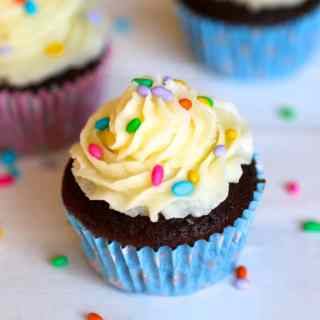 Classic Chocolate Cupcakes with Vanilla Frosting