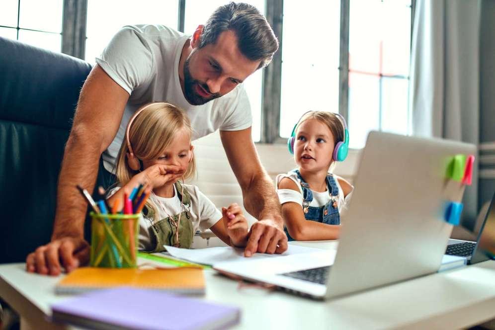 Recette simple, rapide et gourmande d'un gâteau moelleux pistache, une mousse poire chocolat