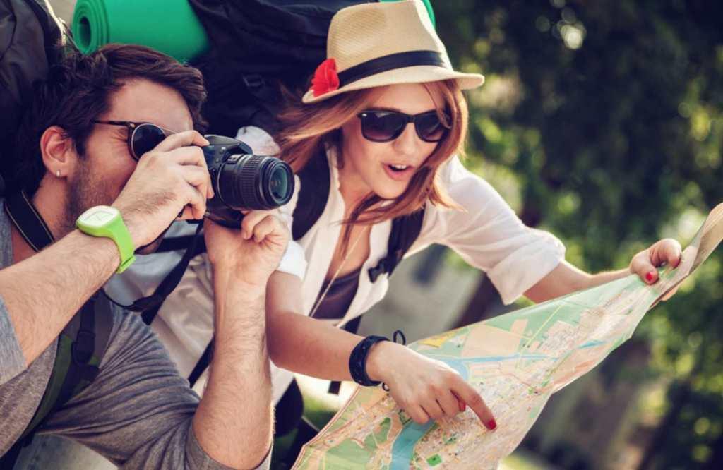 Recette simple, rapide et gourmande d'un gâteau, layer cake aux fraises, génoise au champagne et glaçage chantilly au mascrapone et vanille