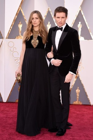 Eddie-Redmayne-Hannah-Bagshawe-Oscars-2016-Red-Carpet-Vogue-28Feb16-Rex_b_426x639_1