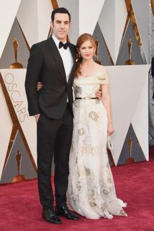 Sacha-Baron-Cohen-Isla-Fisher-Oscars-2016-Red-Carpet-Vogue-28Feb16-Getty_b_426x639