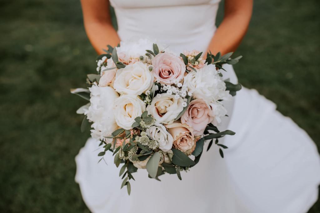 Wedding-Flower-Bouquet-Little-Tin-Shed