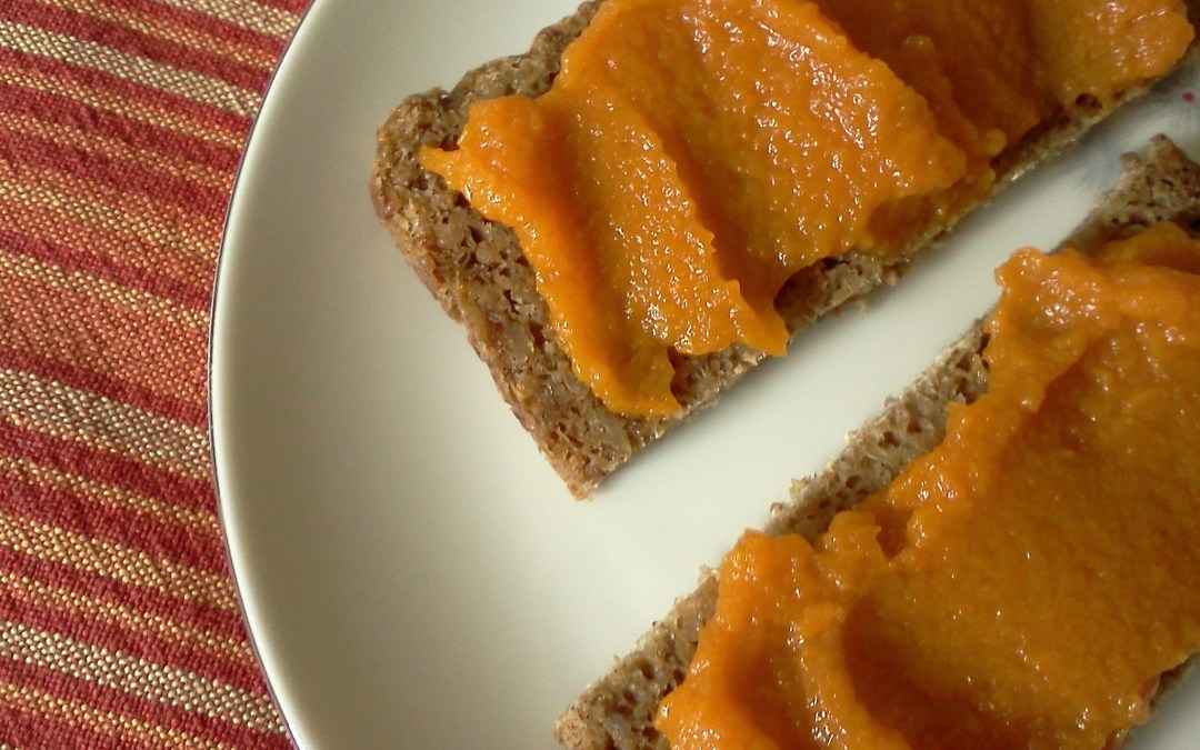 Steamed Bread with Carrot Jam