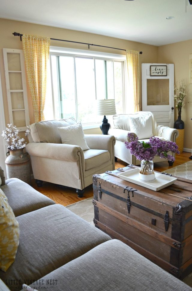 Farmhouse Living Room Summer Refresh - Little Vintage Nest