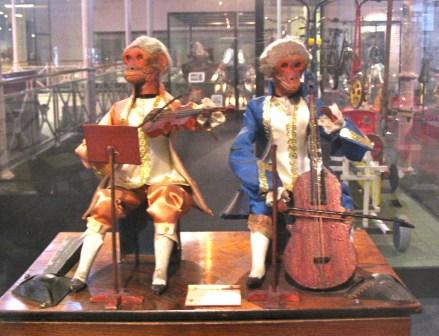 The freakiest looking Renaissance monkey musicians ever