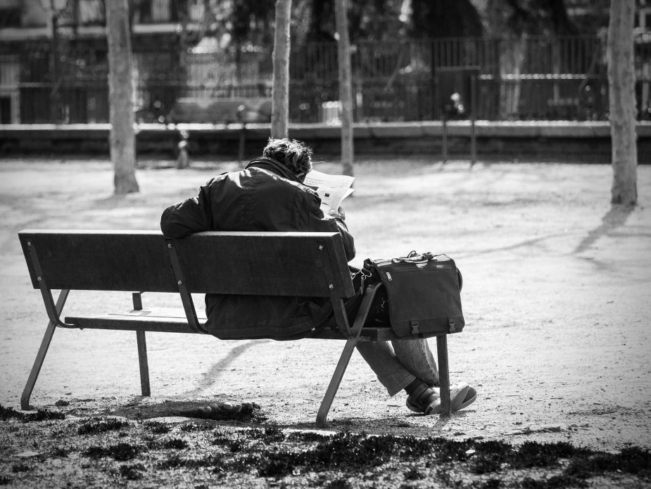 man-on-a-bench-2069539_1920