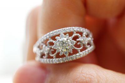指輪:ダイヤ0.92ct ¥138,000 ダイヤ0.75ct ¥212,000