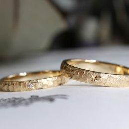 鎚目模様×星留めの結婚指輪