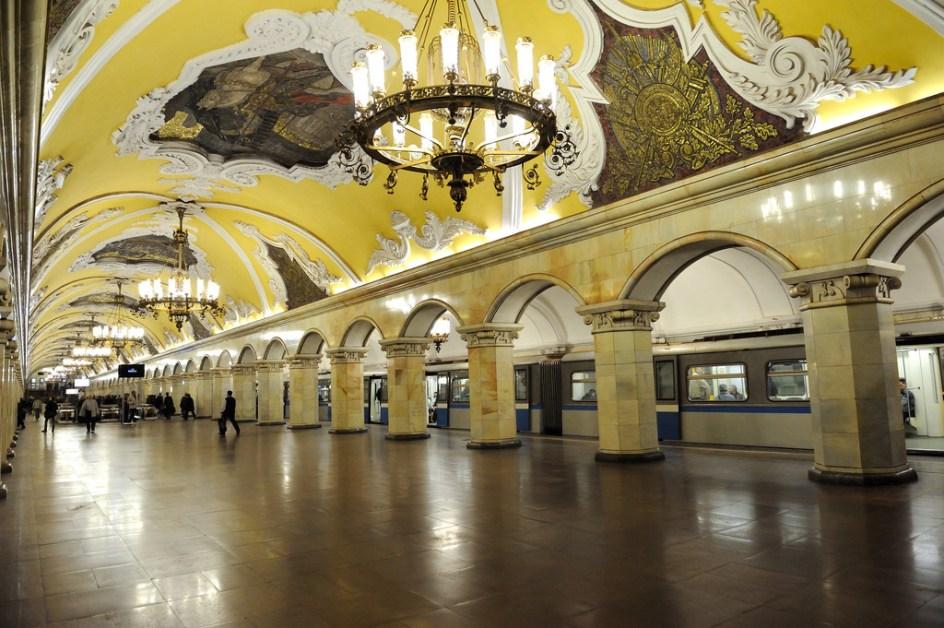 Le métro moscovite et son décor fastueux
