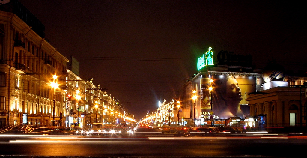 La bouillonnante Perspective Nevsky de nuit | Babbel