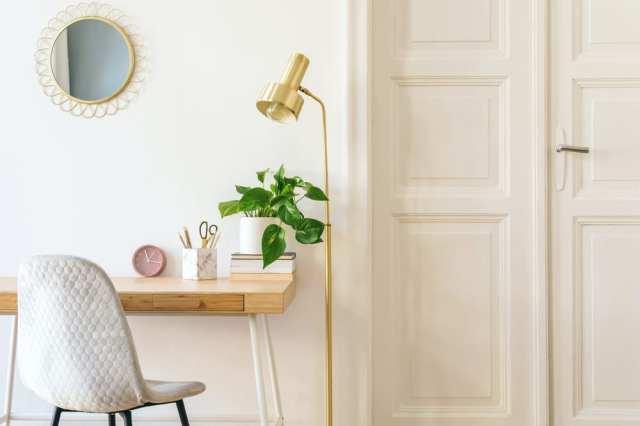 Bitkisel ve altın desenli parlak ev ofisi