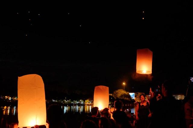 Lanternes Ping River