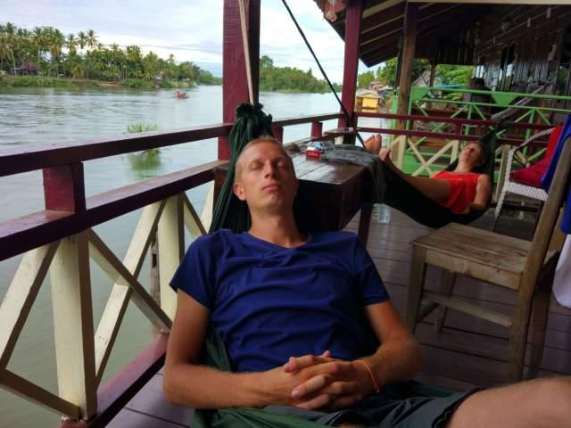 sieste dans le hamac
