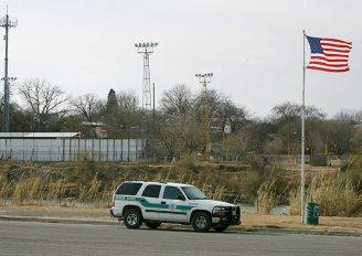 Eagle Pass, TX border crossing photo
