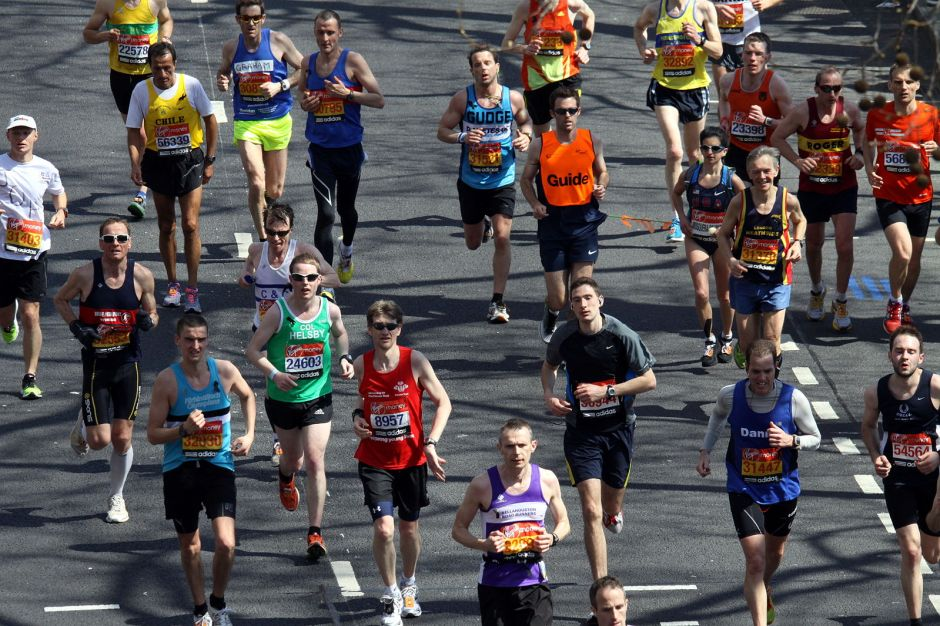 Runners during 2013 London Marathon, photographed at Victoria Embankment, London, Great Britain. Photo: Wikimedia Commons/ Chmee2