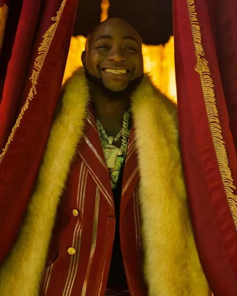 Moment Davido shut down a store in Lagos to buy shoes for his crew (Video)