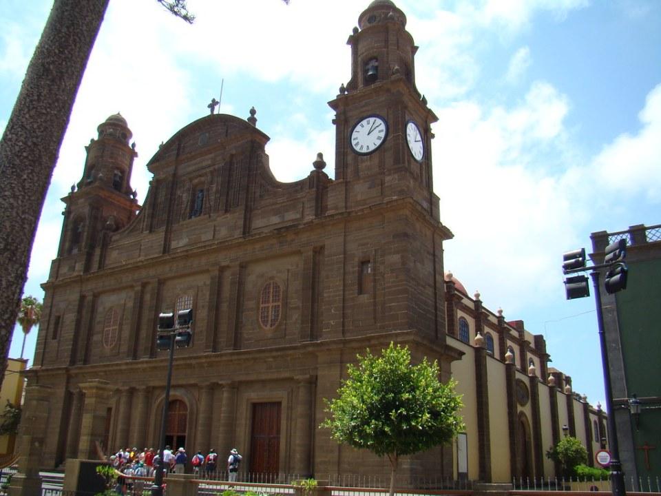 Iglesia de Santiago de los Caballeros Plaza de Santiago de Gáldar isla de Gran Canaria
