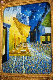 夜間的露天咖啡座-梵谷 | 是在1888年阿爾完成的。 《羅納河上的星夜》和《夜間的露天咖啡座》這兩幅畫的 ...