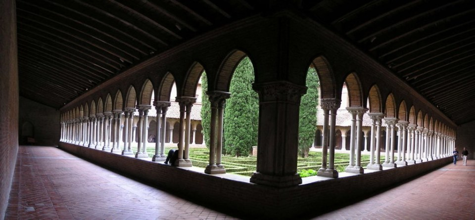 Claustro Convento Iglesia de los Jacobinos Toulouse Francia panoramica 47