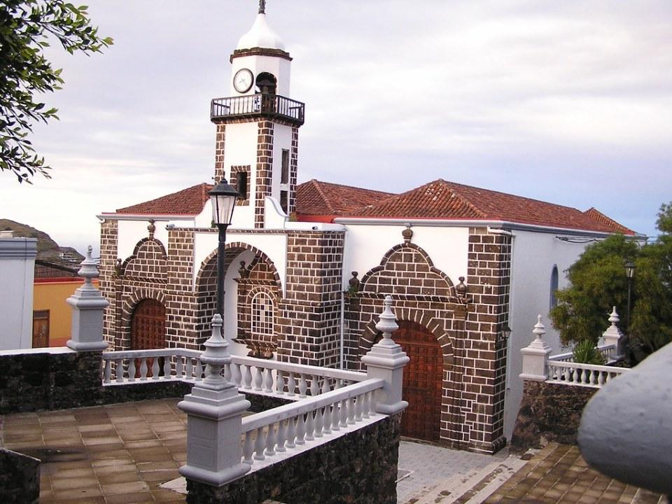 torre y portada exterior de Iglesia de Nuestra Señora de la Concepción en Villa de Valverde isla de El Hierro