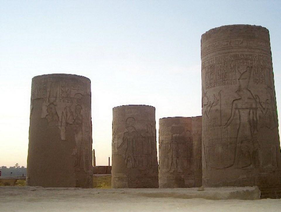 Patio del Templo Kom Ombo dedicado a los dioses de Sobek y Haroeris Egipto