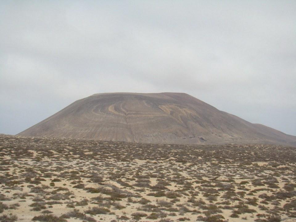 Montaña Las Agujas isla de La Graciosa 01