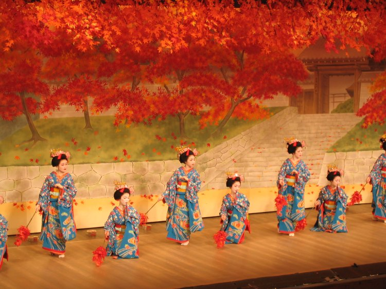 Cherry dance in Kyoto: 京都、 都をどり 2