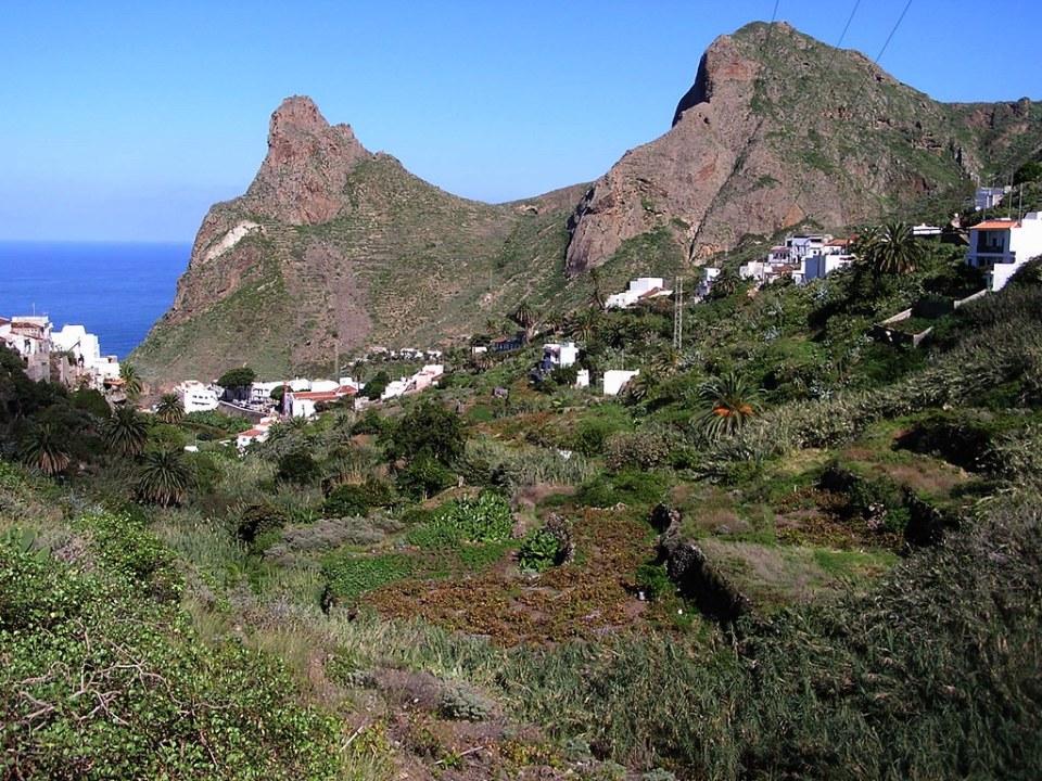 Taganana Roque de Las Animas y Roque de Enmedio isla de Tenerife