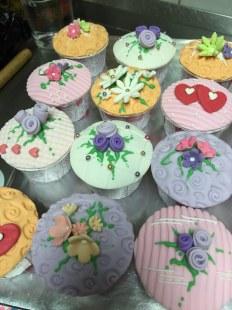 Fondant flower cupcakes