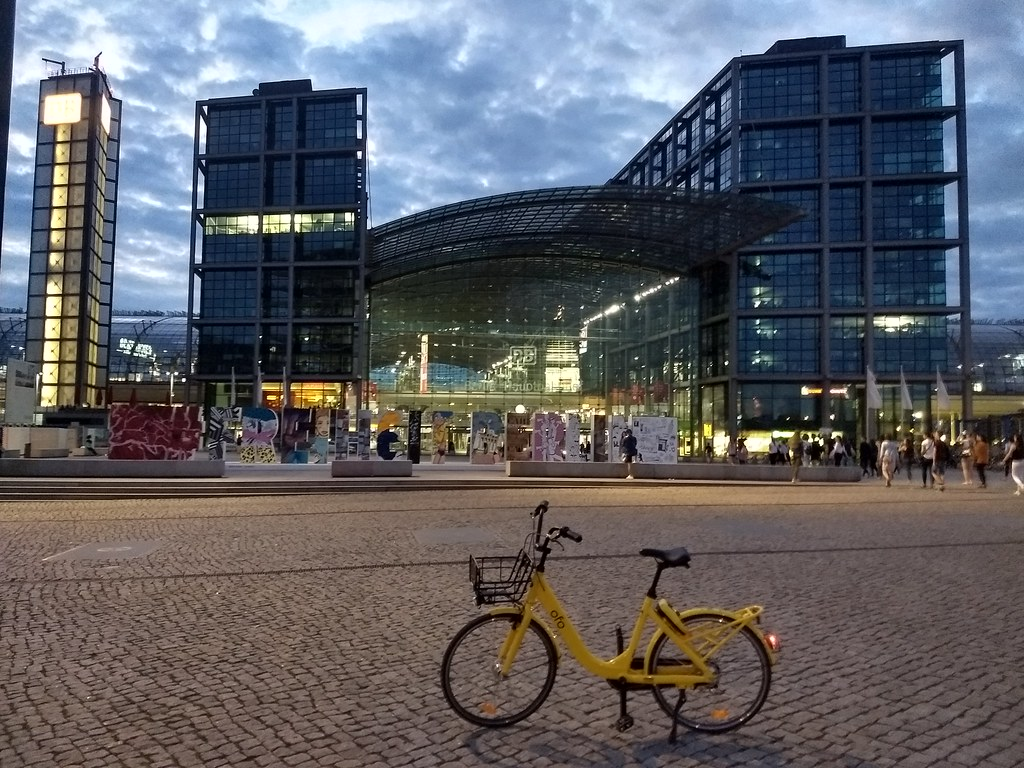 My Ofo Bike & Berlin Haubtbahnhof (Central Train Station)