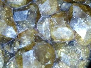 Muestra N° 72 : Granate Grosularia
