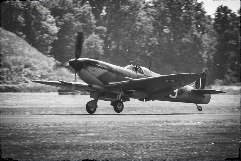 BBMF Spitfire Lands as Cosford 2018
