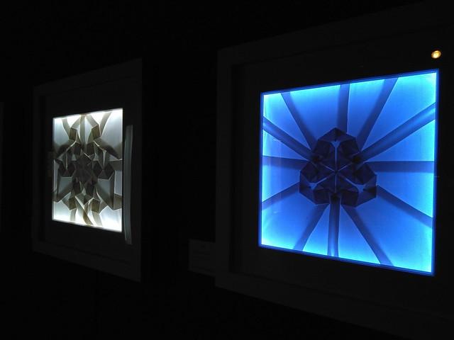 Obras del artista Pierre Louis Geldenhuys expuestas en La dualidad visual del origami