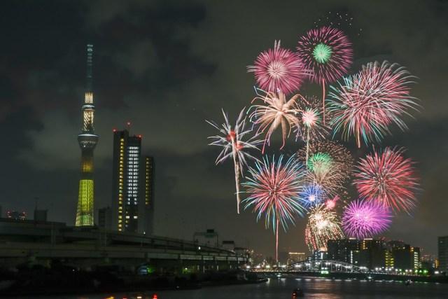 Fireworks Sumida river 180729283-Edit.jpg