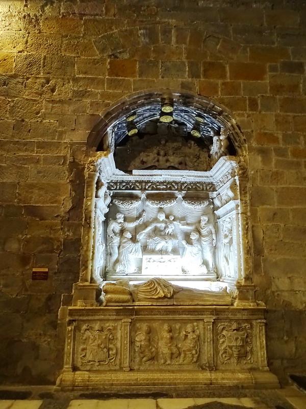 Sepulcro del abad Lope Marco interior iglesia Real Monasterio de Santa Maria de Veruela Zaragoza 01