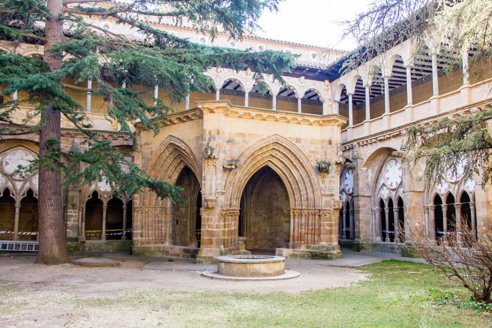 Lavatorio Claustro Mayor exterior Real Monasterio de Santa Maria de Veruela Zaragoza 01