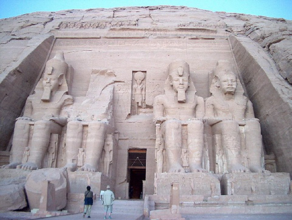 portada estatua de Ramses II Gran Templo de Abu Simbel dedicado a Ramses II Egipto 01