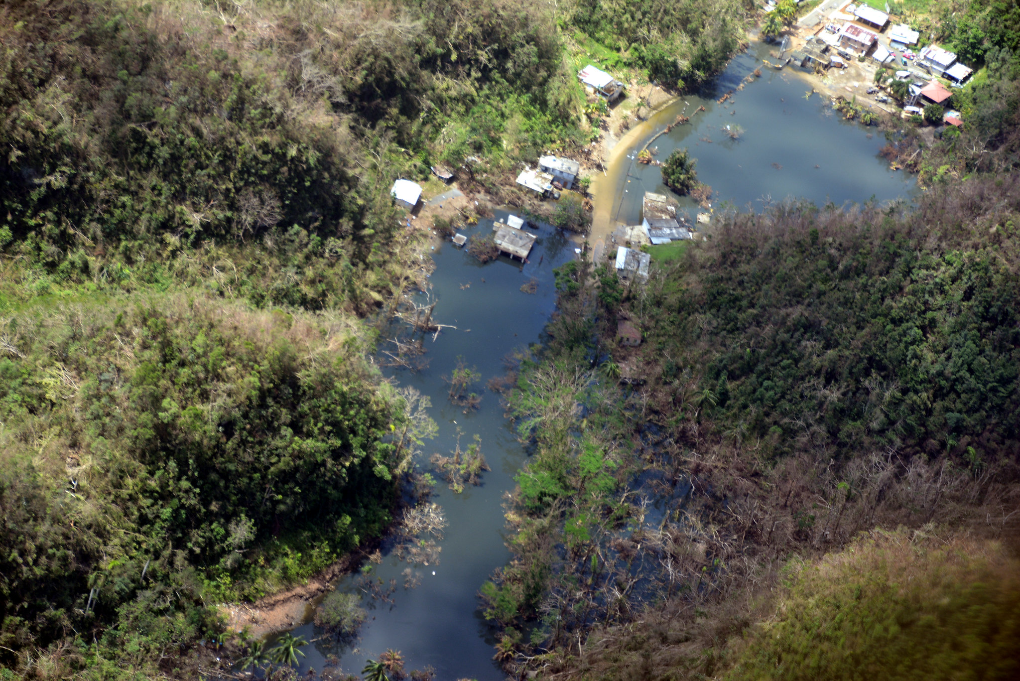 Sumideros inundados luego Maria