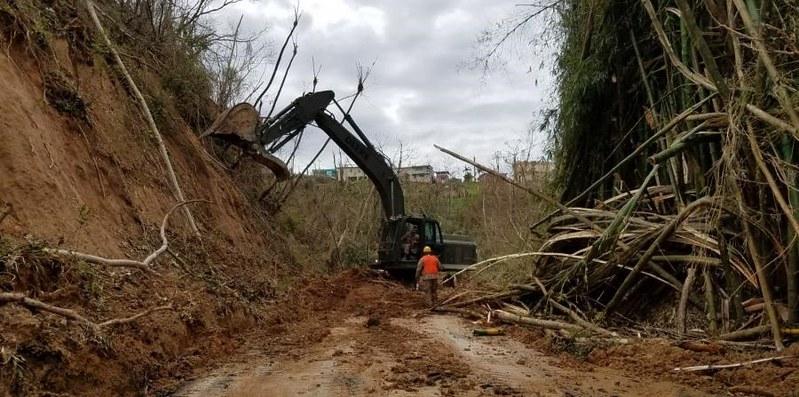 Carretera de Orocovis obstruida por deslizamientos de tierra