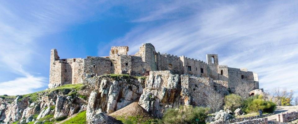 Cerro Alacranejo y exterior Sacro Convento y Castillo de Calatrava la Nueva Aldea del Rey Ciudad Real 01