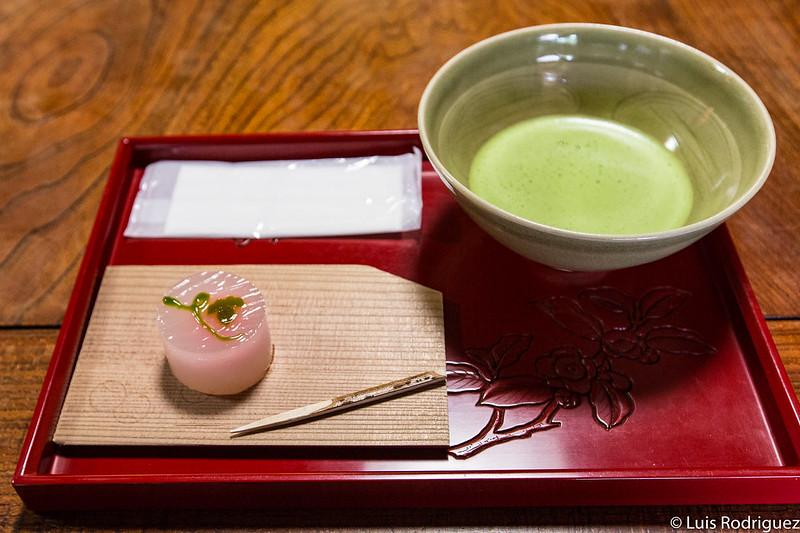 Matcha y dulce tradicional sin gluten en Murakami