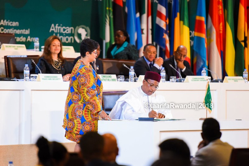 D African Heads of State sign the African Free Trade Area (33)